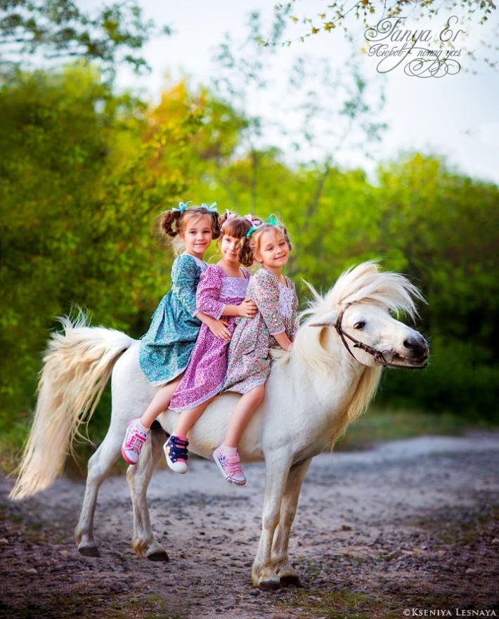 смотреть на этих девочек -одно удовольствие.