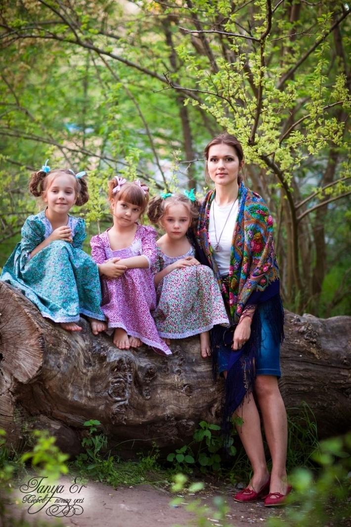 Люблю я шить платья для девочек :)