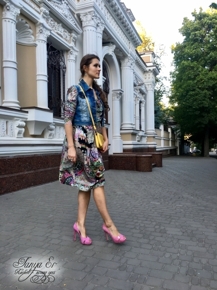 Правильно выбранная ткань для платья, дает легкость и мягкость образу.