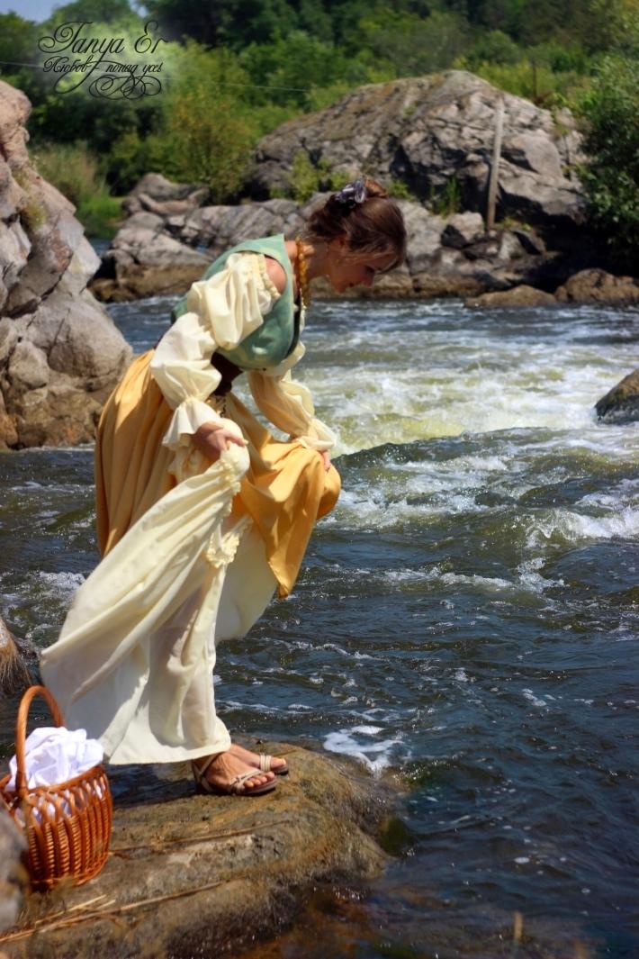 Рядом с рекой, оживает образ и словно переносишься на сотни лет назад.